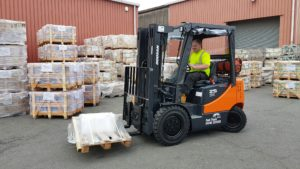 Doosan D25S-5 in action at customer site. The forklift was provided by Fork Truck Direct, a leading forklift hire and forklift sales company in Essex and Suffolk