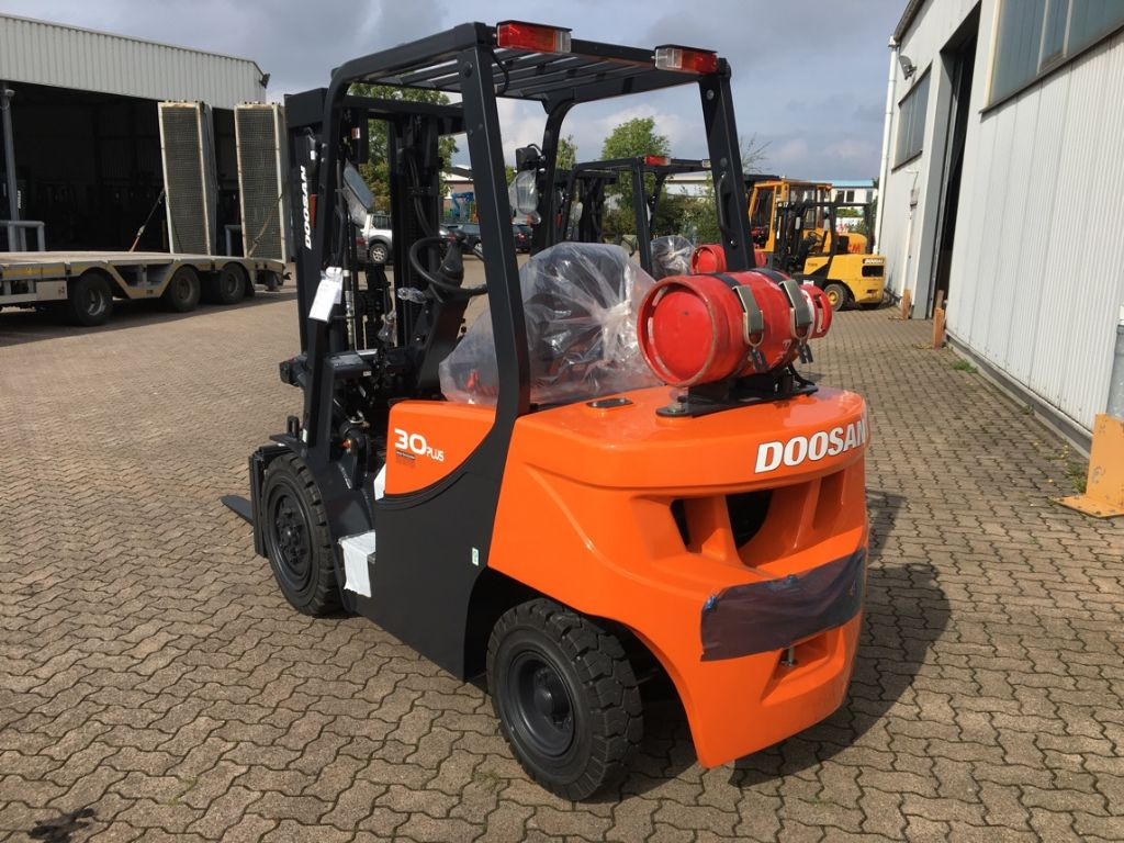 Doosan Gas Forklift. FTD offers gas forklifts for hire and gas forklifts for sale as well. If you are looking to buy gas forklifts then get in touch!